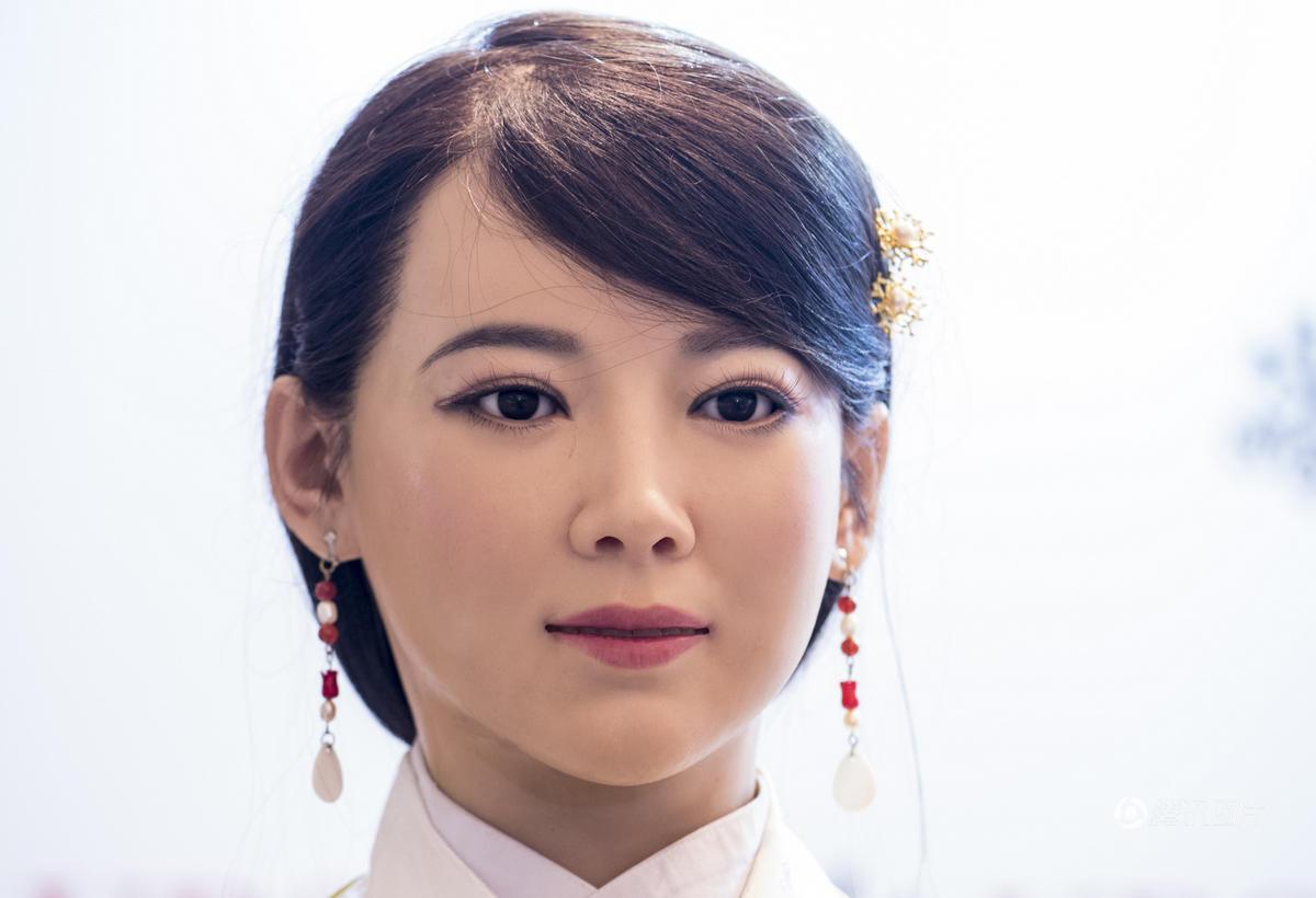 """中国首款体验交互机器人:""""我单身""""!"""