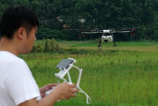 台媒:大陆无人机持证飞手不足700人 女飞手奇缺